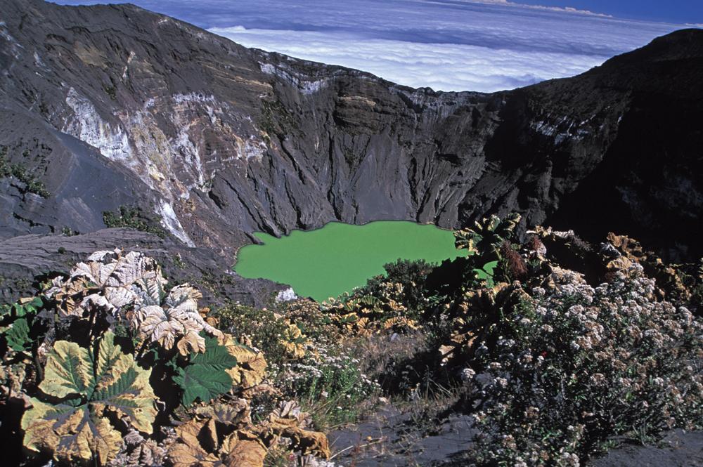 Costa-Rica-Irazu-crater